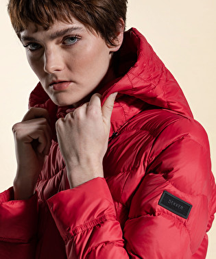 Down jacket in superlight and semi-opaque fabric | Dekker